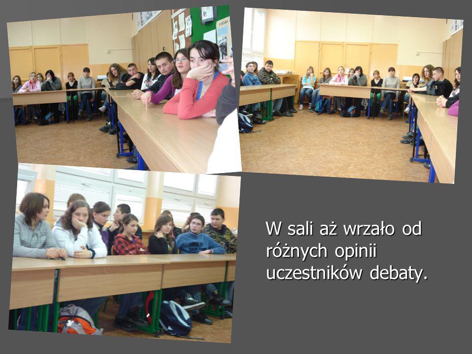 W sali aż wrzało od różnych opinii uczestników debaty.