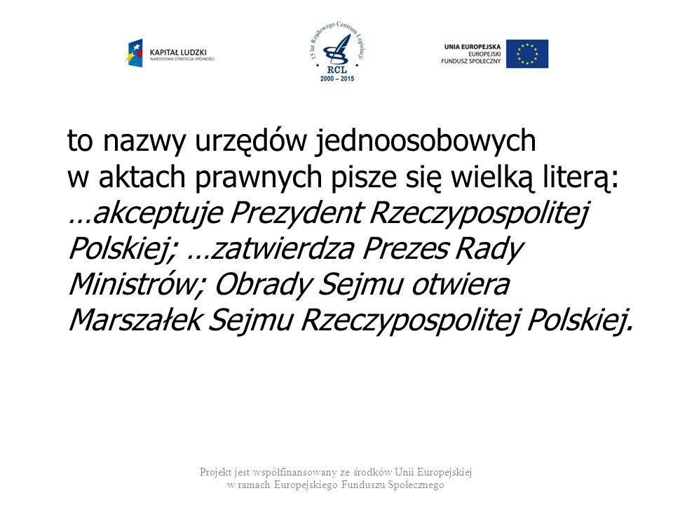to nazwy urzędów jednoosobowych w aktach prawnych pisze się wielką literą: …akceptuje Prezydent Rzeczypospolitej Polskiej; …zatwierdza Prezes Rady Ministrów; Obrady Sejmu otwiera Marszałek Sejmu Rzeczypospolitej Polskiej.