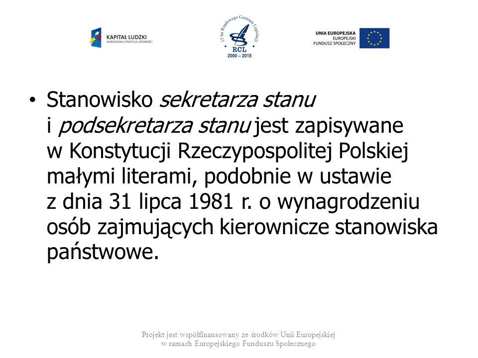Stanowisko sekretarza stanu i podsekretarza stanu jest zapisywane w Konstytucji Rzeczypospolitej Polskiej małymi literami, podobnie w ustawie z dnia 31 lipca 1981 r. o wynagrodzeniu osób zajmujących kierownicze stanowiska państwowe.