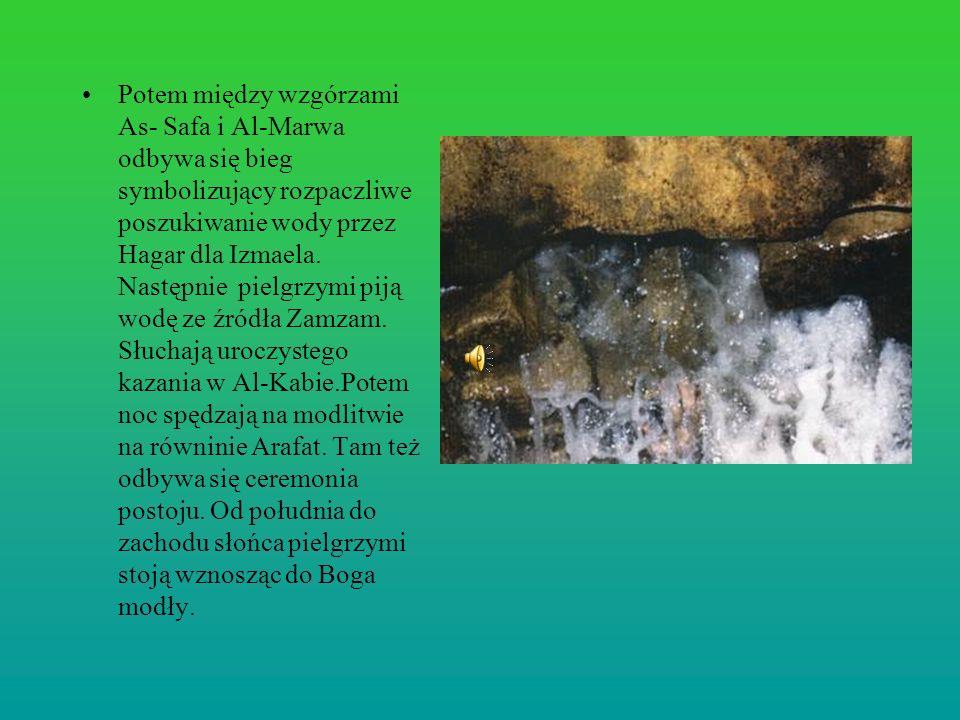 Potem między wzgórzami As- Safa i Al-Marwa odbywa się bieg symbolizujący rozpaczliwe poszukiwanie wody przez Hagar dla Izmaela.