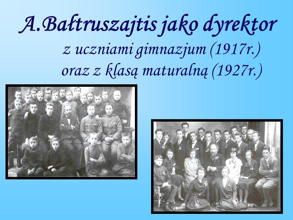 A. Bałtruszajtis jako dyrektor z uczniami gimnazjum (1917r