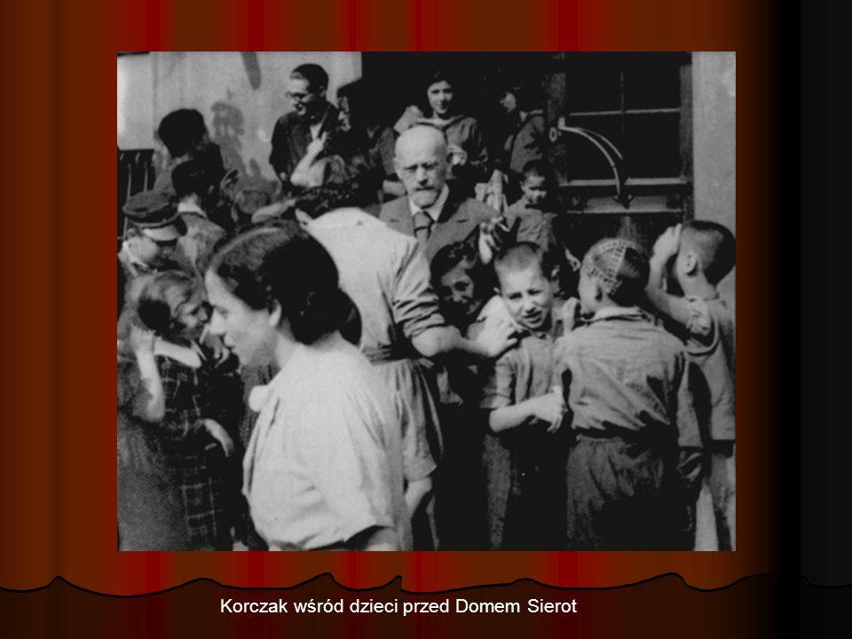 Korczak wśród dzieci przed Domem Sierot