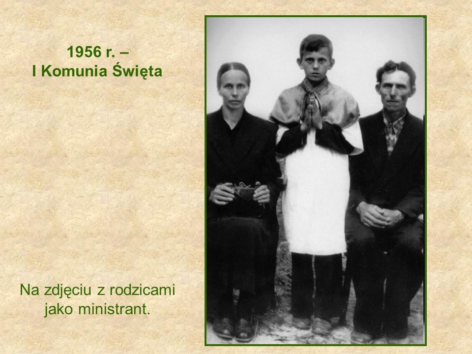 Na zdjęciu z rodzicami jako ministrant.