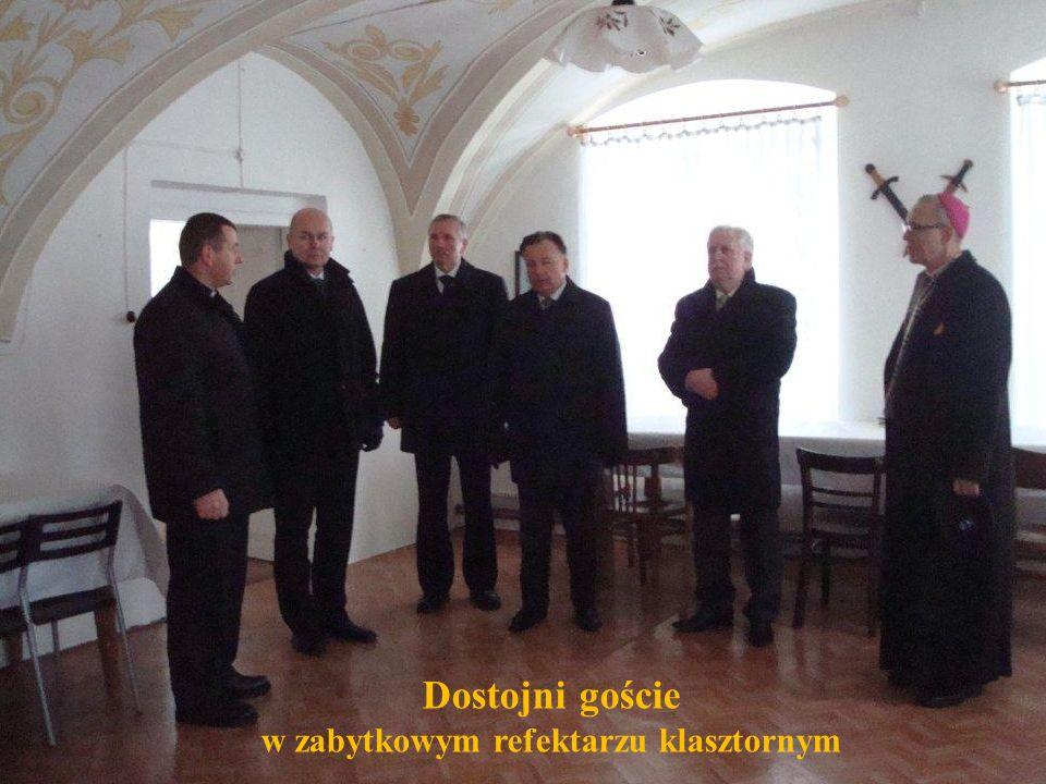 w zabytkowym refektarzu klasztornym
