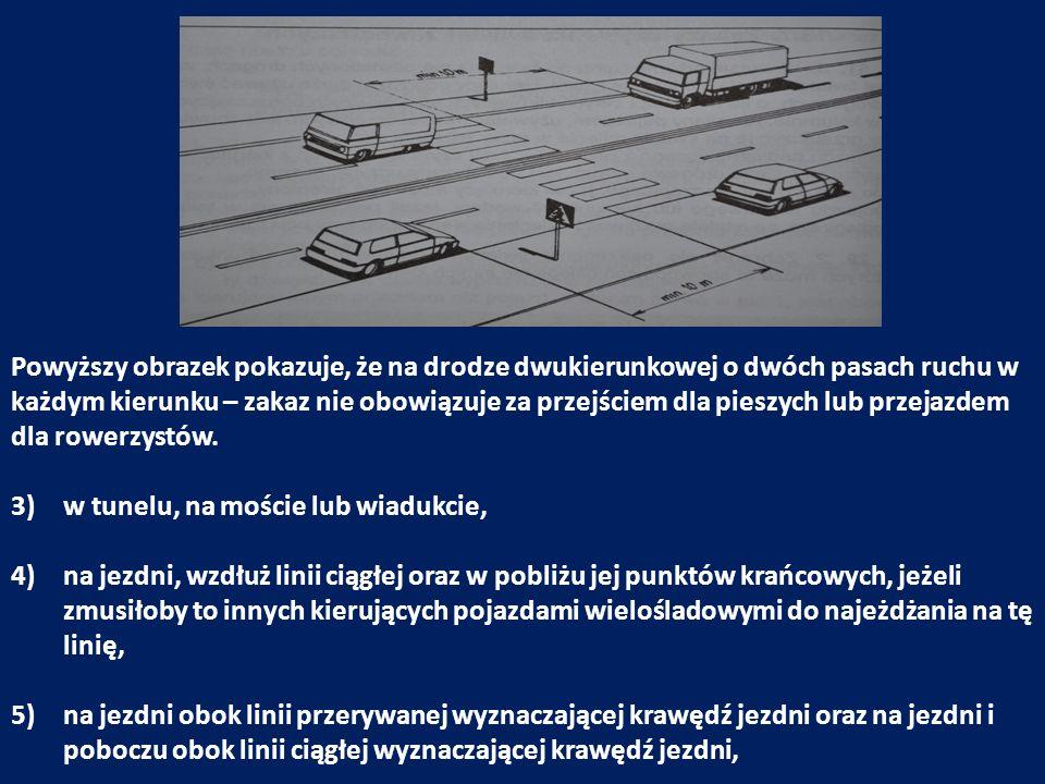 Powyższy obrazek pokazuje, że na drodze dwukierunkowej o dwóch pasach ruchu w każdym kierunku – zakaz nie obowiązuje za przejściem dla pieszych lub przejazdem dla rowerzystów.