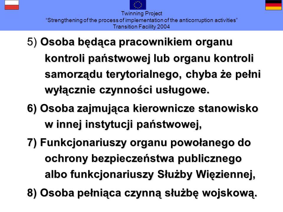 5) Osoba będąca pracownikiem organu kontroli państwowej lub organu kontroli samorządu terytorialnego, chyba że pełni wyłącznie czynności usługowe.