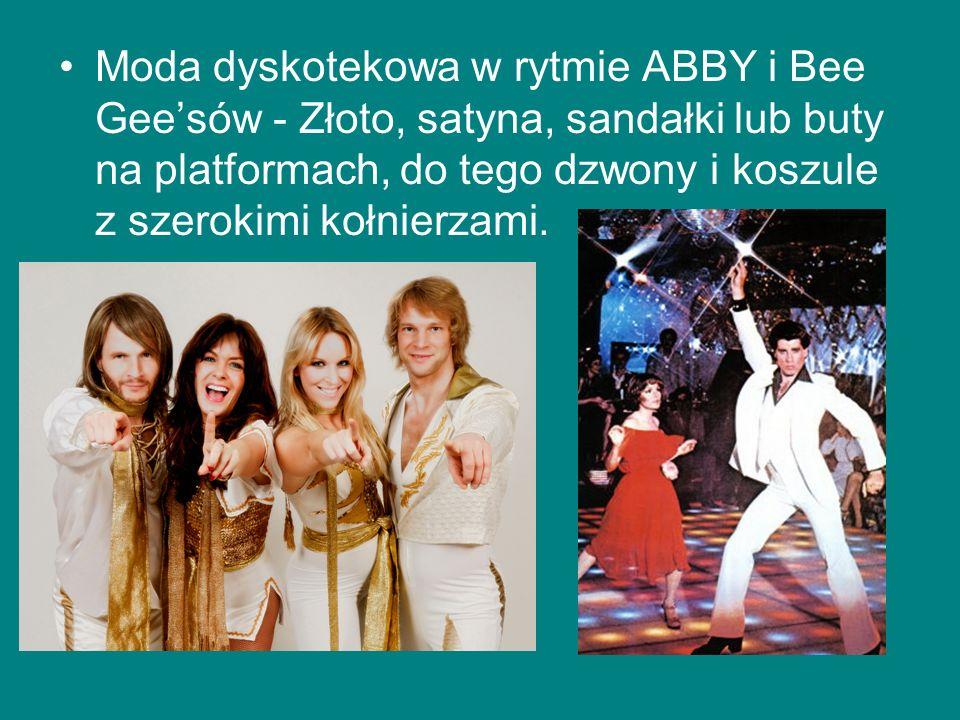 Moda dyskotekowa w rytmie ABBY i Bee Gee'sów - Złoto, satyna, sandałki lub buty na platformach, do tego dzwony i koszule z szerokimi kołnierzami.