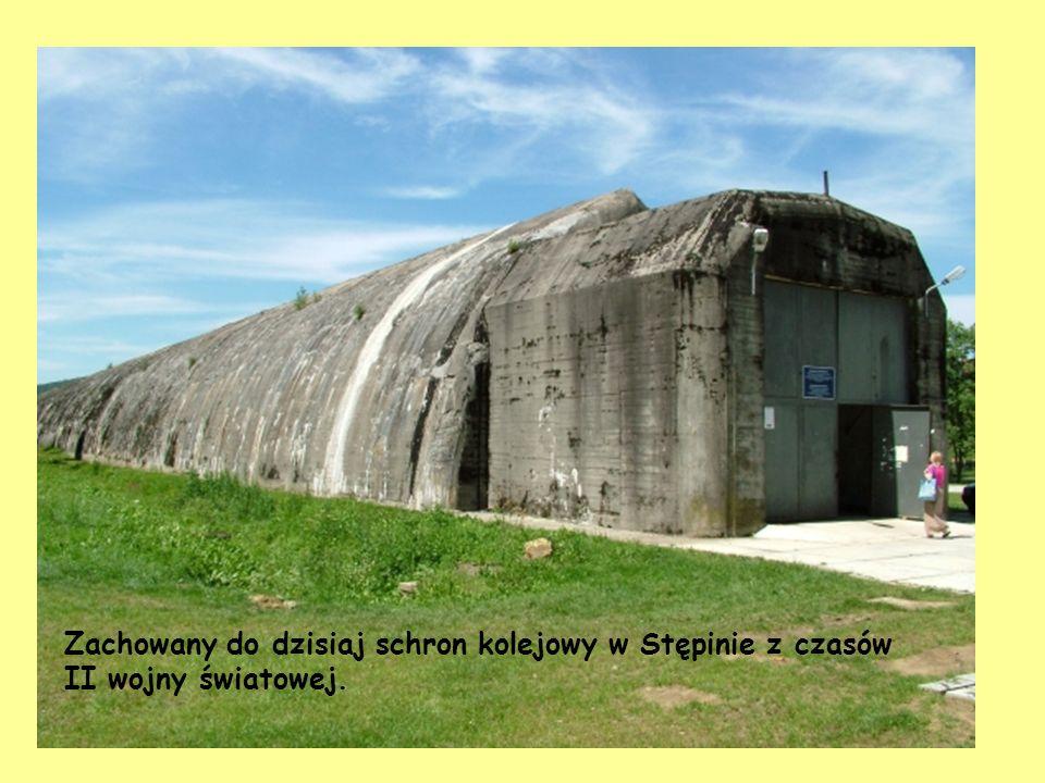 Zachowany do dzisiaj schron kolejowy w Stępinie z czasów II wojny światowej.