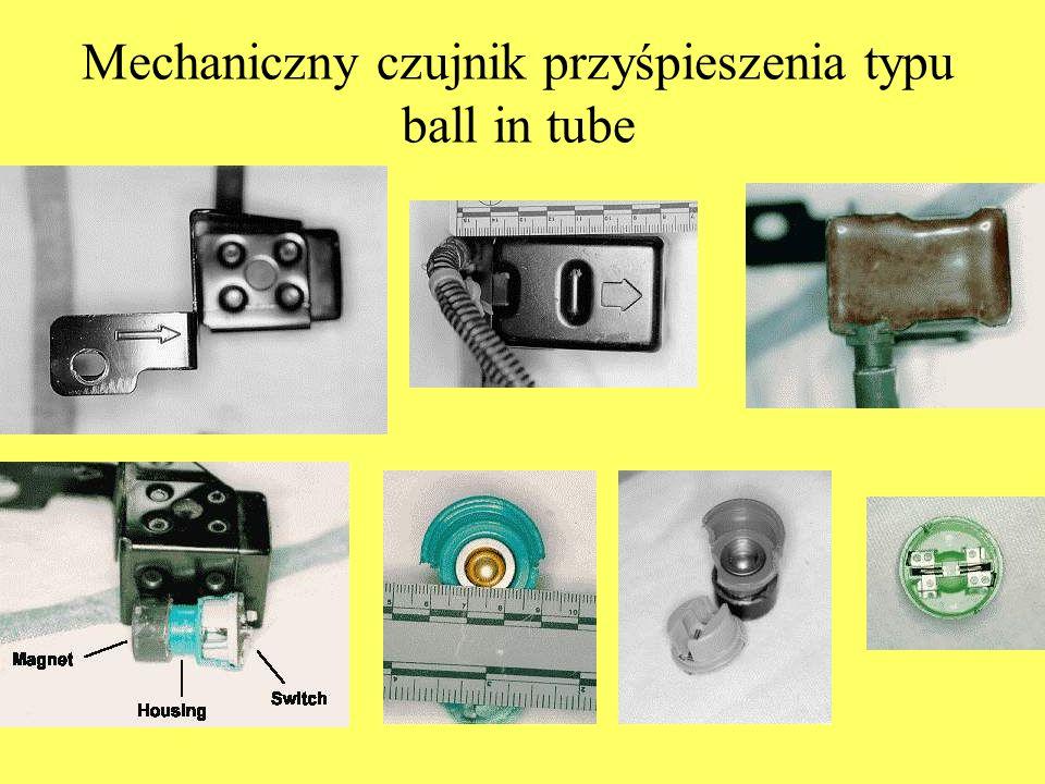 Mechaniczny czujnik przyśpieszenia typu ball in tube
