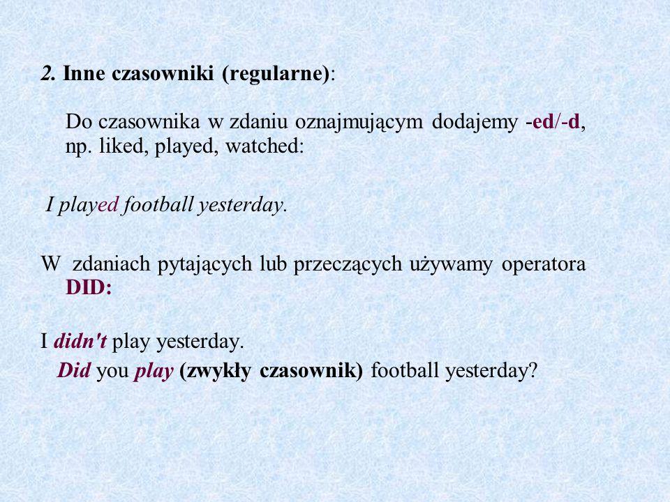 2. Inne czasowniki (regularne): Do czasownika w zdaniu oznajmującym dodajemy -ed/-d, np. liked, played, watched: