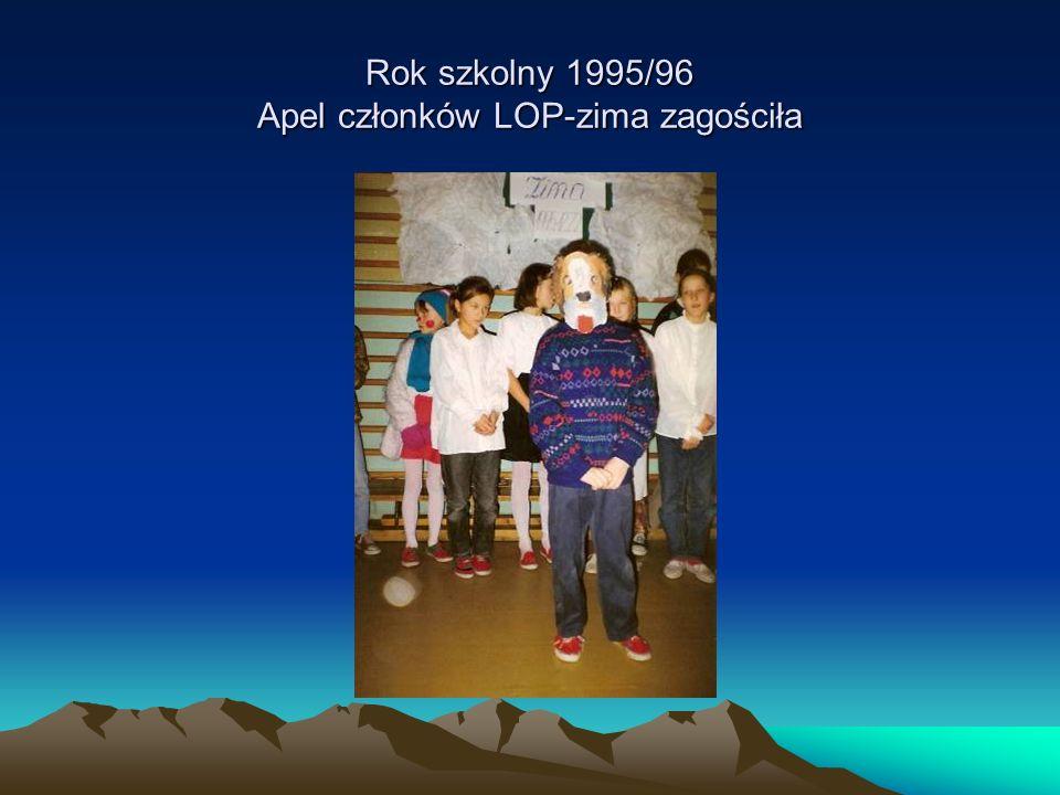 Rok szkolny 1995/96 Apel członków LOP-zima zagościła