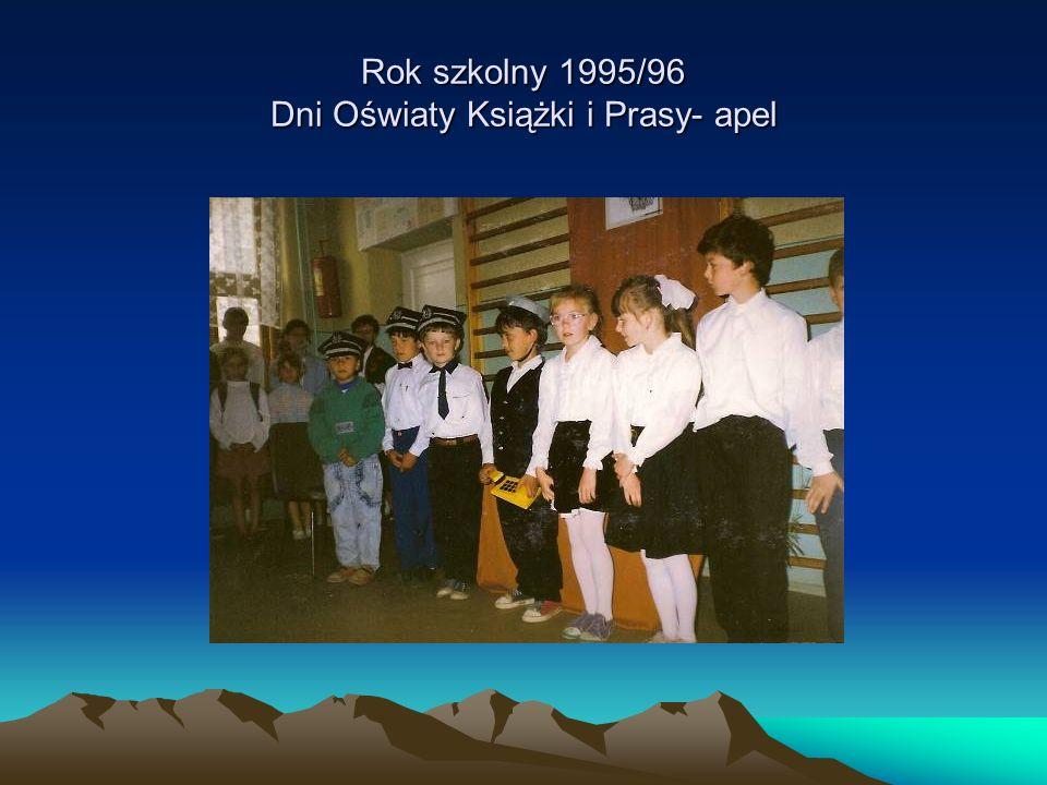 Rok szkolny 1995/96 Dni Oświaty Książki i Prasy- apel