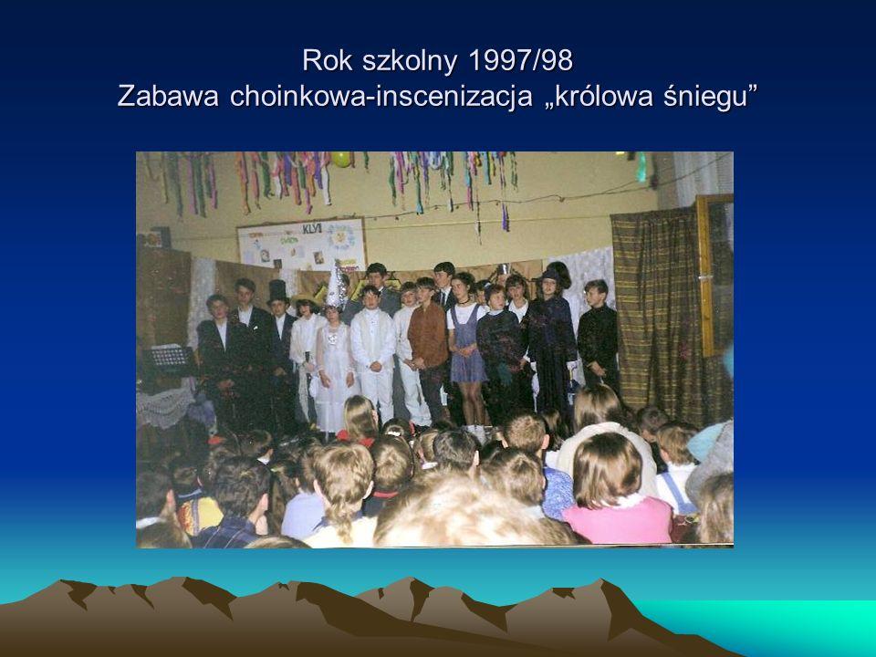 """Rok szkolny 1997/98 Zabawa choinkowa-inscenizacja """"królowa śniegu"""
