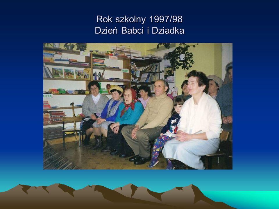 Rok szkolny 1997/98 Dzień Babci i Dziadka