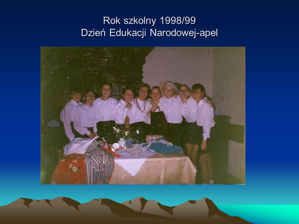 Rok szkolny 1998/99 Dzień Edukacji Narodowej-apel