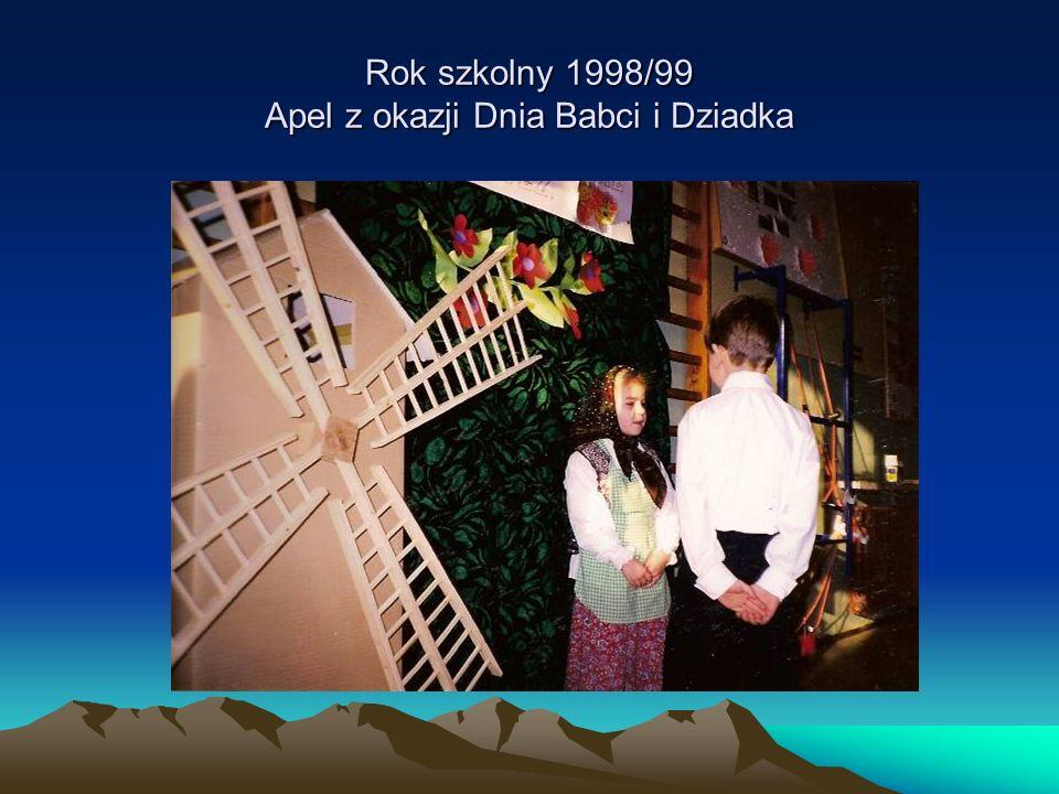 Rok szkolny 1998/99 Apel z okazji Dnia Babci i Dziadka