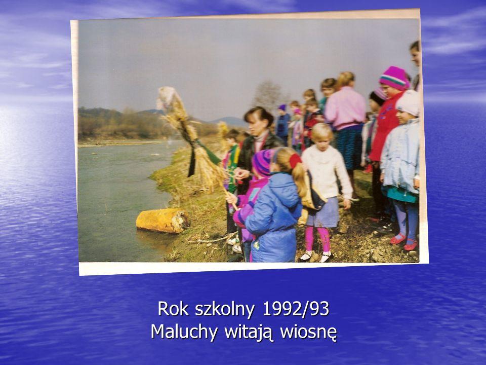 Rok szkolny 1992/93 Maluchy witają wiosnę