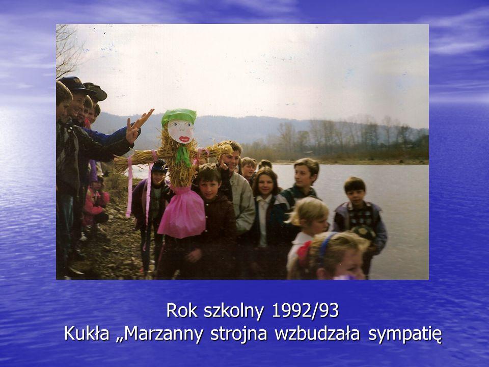 """Rok szkolny 1992/93 Kukła """"Marzanny strojna wzbudzała sympatię"""