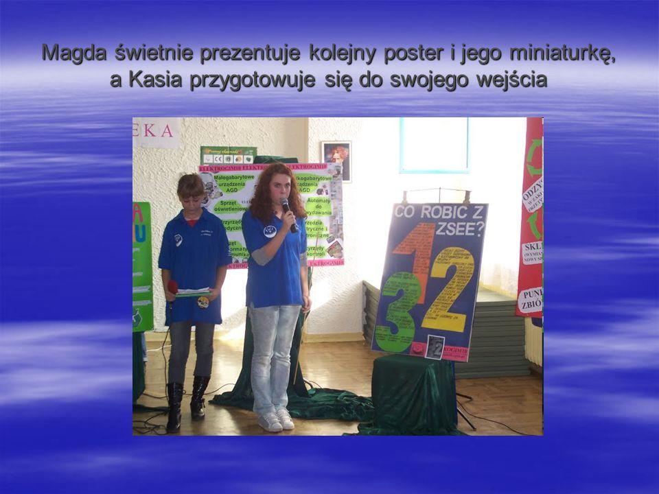 Magda świetnie prezentuje kolejny poster i jego miniaturkę, a Kasia przygotowuje się do swojego wejścia