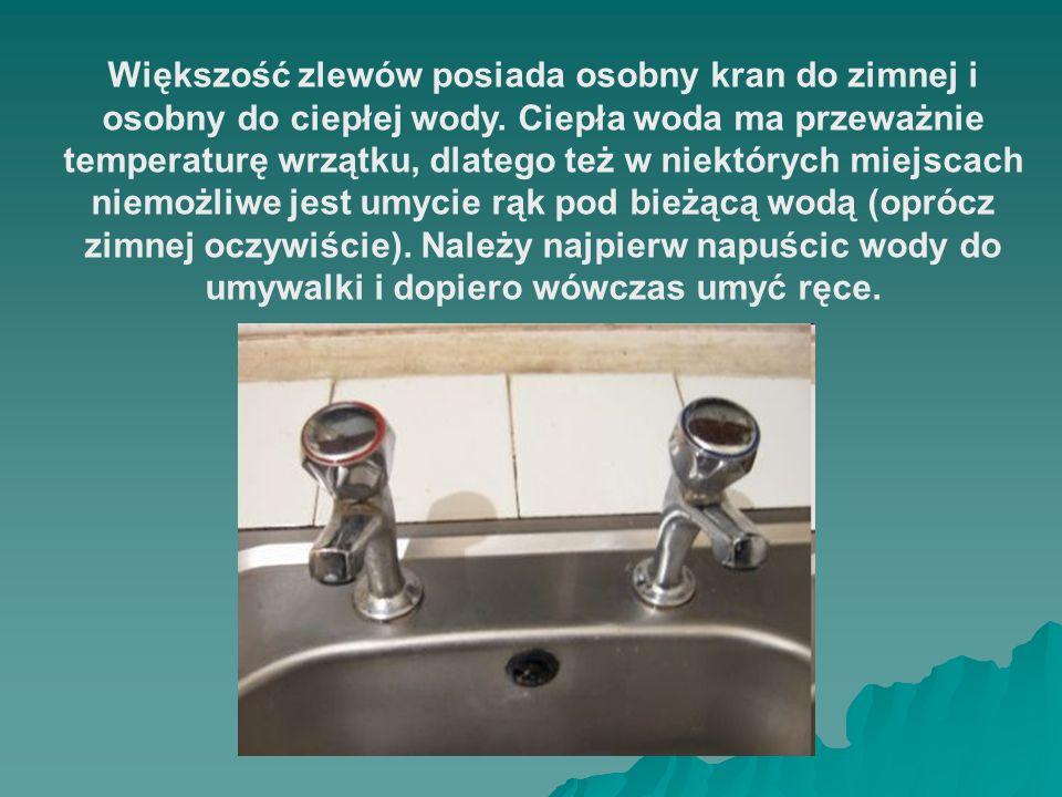 Większość zlewów posiada osobny kran do zimnej i osobny do ciepłej wody.