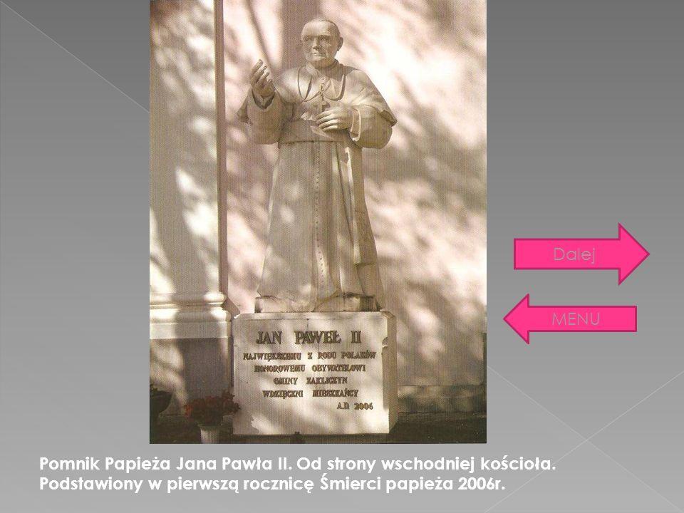 Dalej MENU. Pomnik Papieża Jana Pawła II. Od strony wschodniej kościoła.