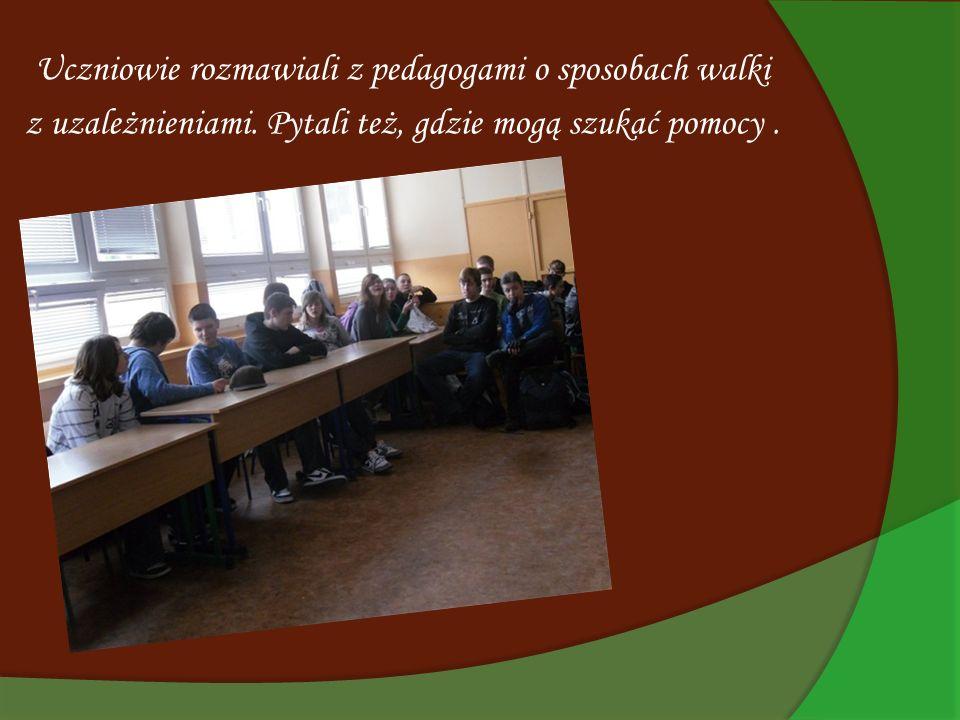 Uczniowie rozmawiali z pedagogami o sposobach walki
