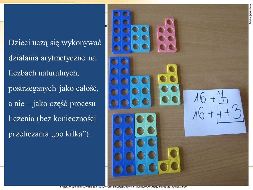 """Dzieci uczą się wykonywać działania arytmetyczne na liczbach naturalnych, postrzeganych jako całość, a nie – jako część procesu liczenia (bez konieczności przeliczania """"po kilka )."""