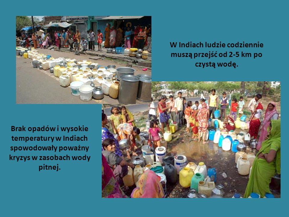 W Indiach ludzie codziennie muszą przejść od 2-5 km po czystą wodę.