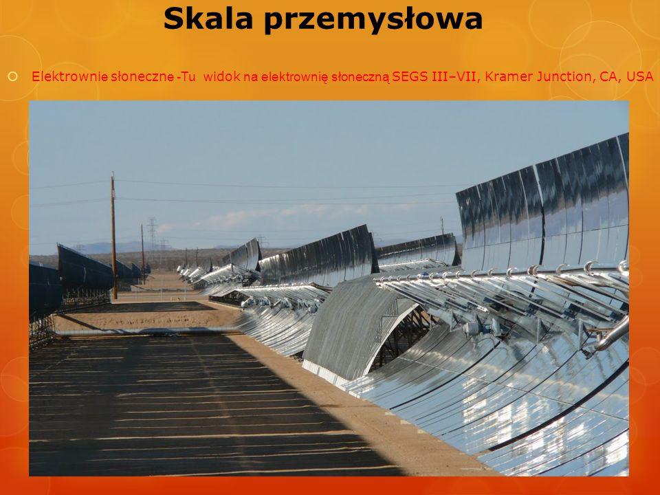 Skala przemysłowa Elektrownie słoneczne -Tu widok na elektrownię słoneczną SEGS III–VII, Kramer Junction, CA, USA.