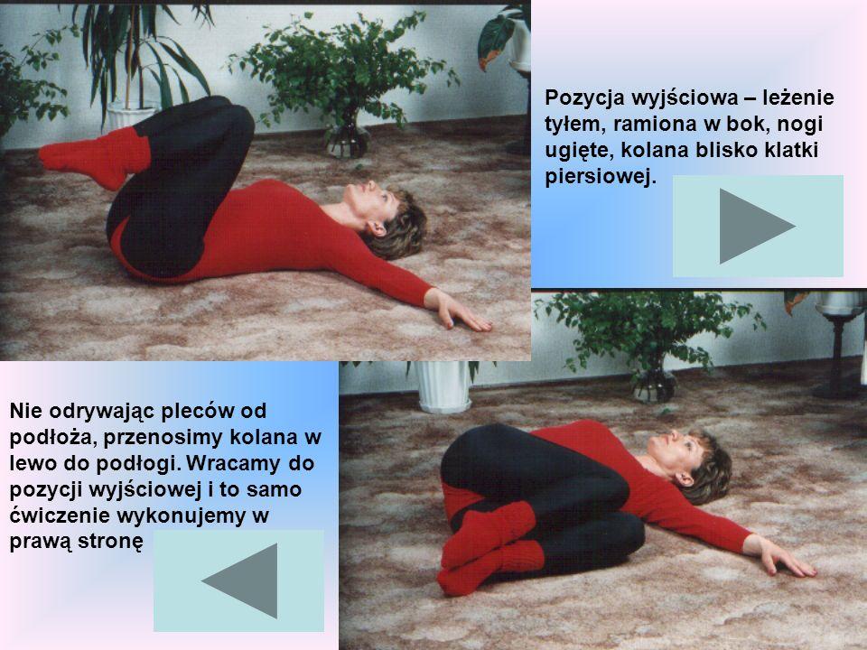 Pozycja wyjściowa – leżenie tyłem, ramiona w bok, nogi ugięte, kolana blisko klatki piersiowej.