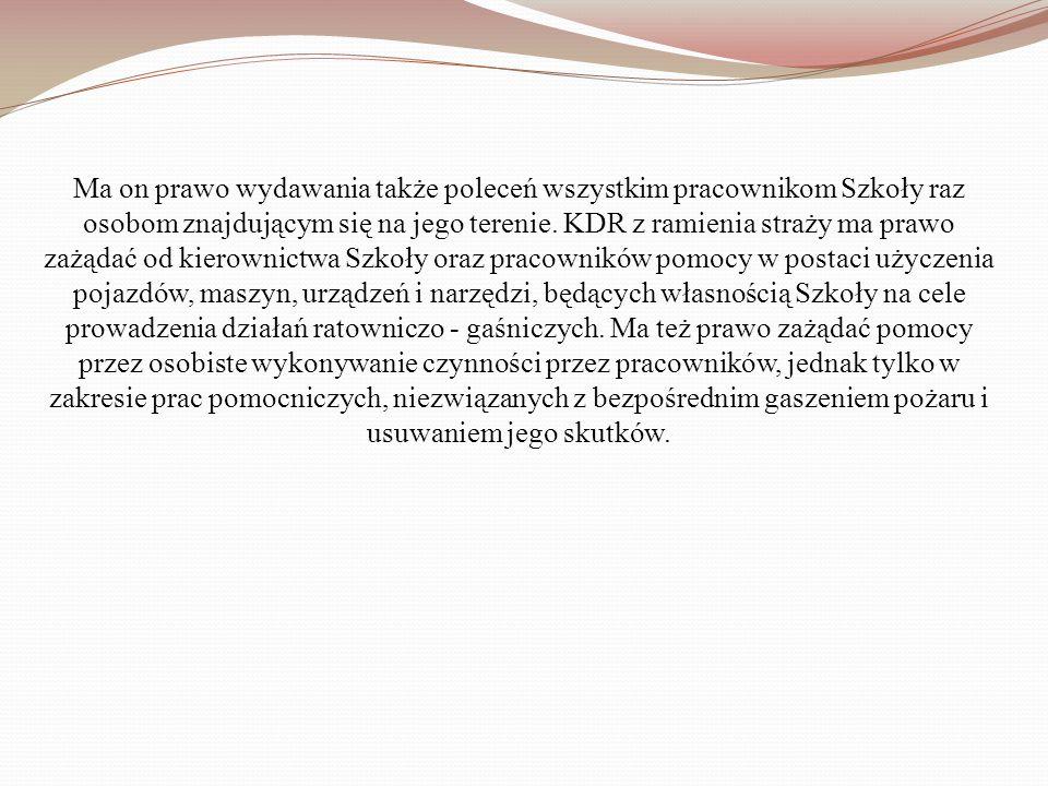 Ma on prawo wydawania także poleceń wszystkim pracownikom Szkoły raz osobom znajdującym się na jego terenie.