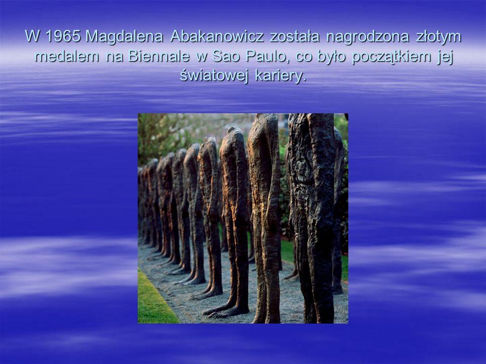 W 1965 Magdalena Abakanowicz została nagrodzona złotym medalem na Biennale w Sao Paulo, co było początkiem jej światowej kariery.