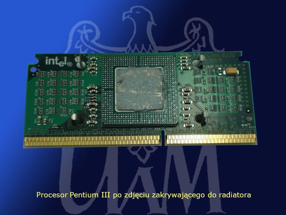 Procesor Pentium III po zdjęciu zakrywającego do radiatora