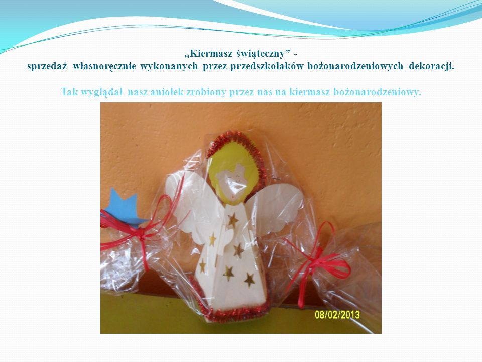 """""""Kiermasz świąteczny - sprzedaż własnoręcznie wykonanych przez przedszkolaków bożonarodzeniowych dekoracji."""
