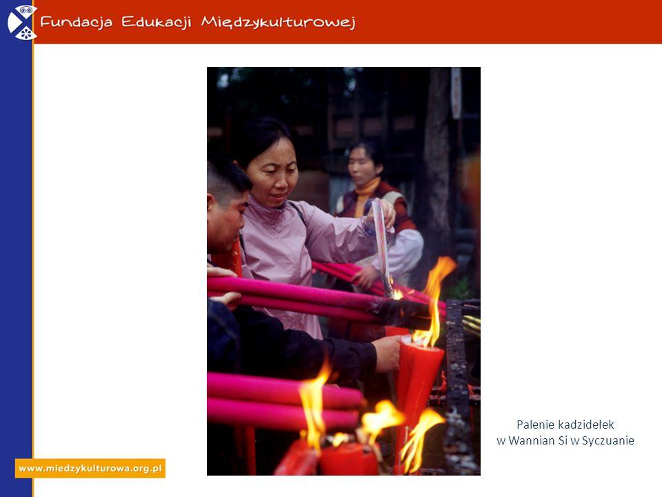 Palenie kadzidełek w Wannian Si w Syczuanie