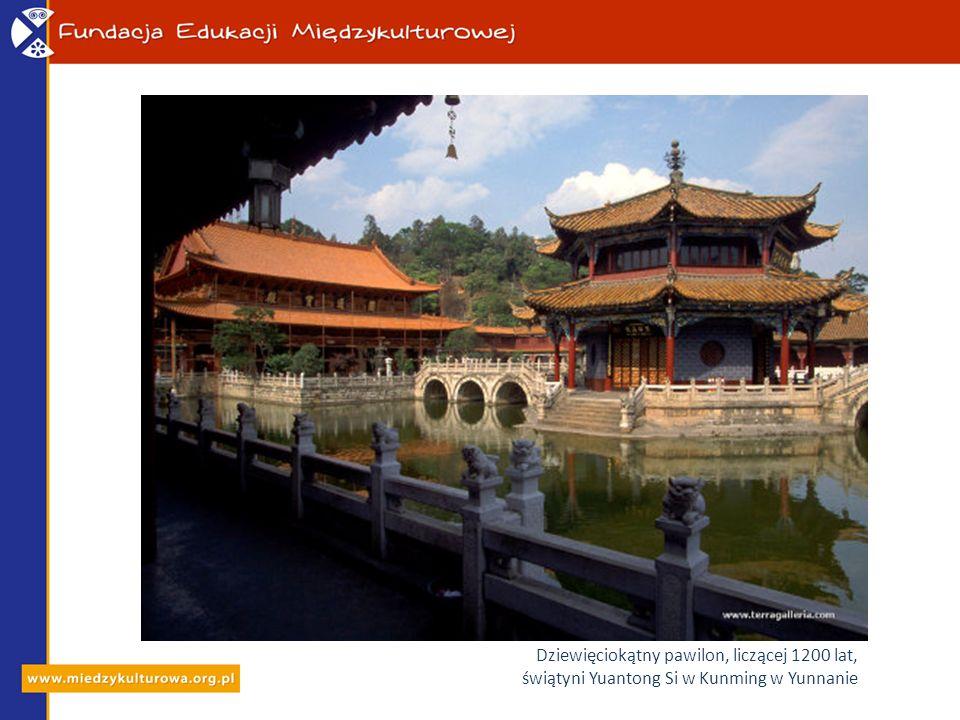 Dziewięciokątny pawilon, liczącej 1200 lat, świątyni Yuantong Si w Kunming w Yunnanie