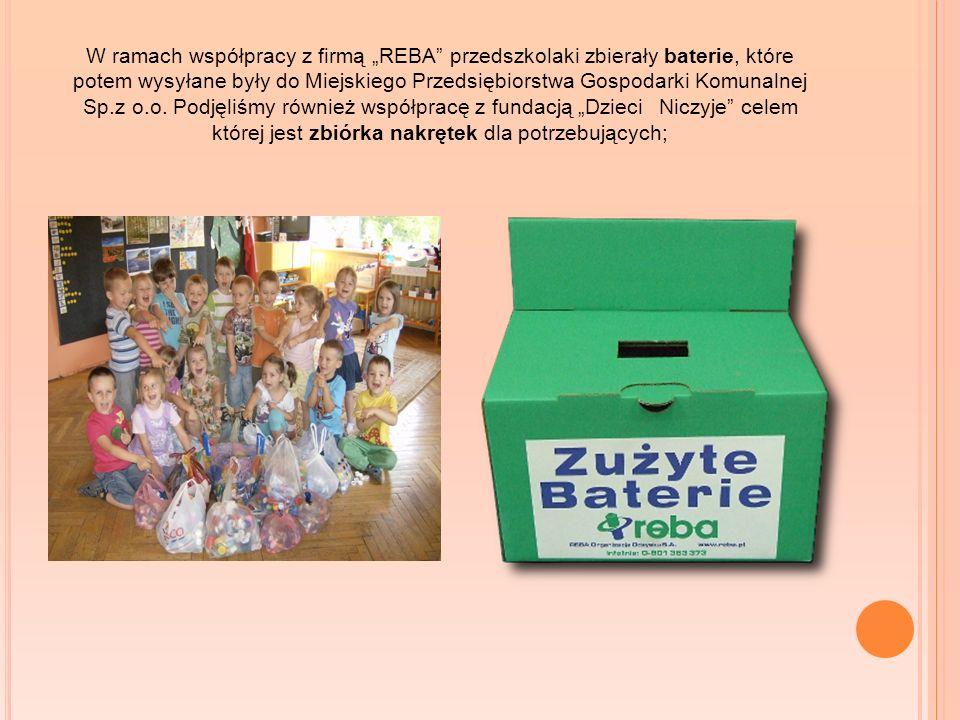 """W ramach współpracy z firmą """"REBA przedszkolaki zbierały baterie, które potem wysyłane były do Miejskiego Przedsiębiorstwa Gospodarki Komunalnej Sp.z o.o."""
