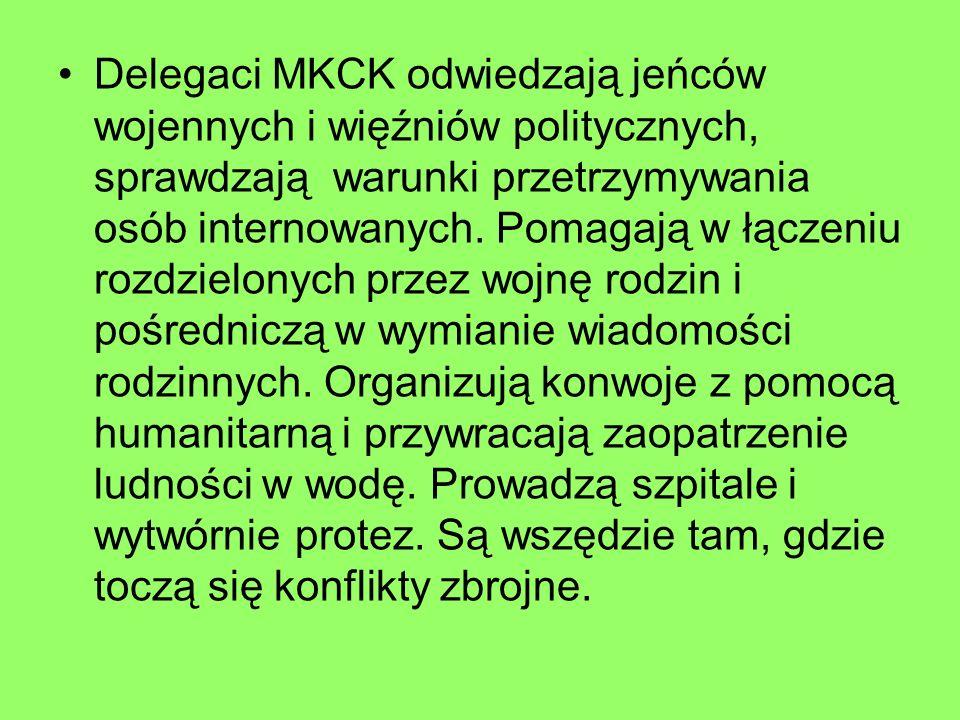Delegaci MKCK odwiedzają jeńców wojennych i więźniów politycznych, sprawdzają warunki przetrzymywania osób internowanych.