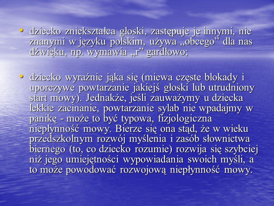 """dziecko zniekształca głoski, zastępuje je innymi, nie znanymi w języku polskim, używa """"obcego dla nas dźwięku, np. wymawia """"r gardłowo;"""