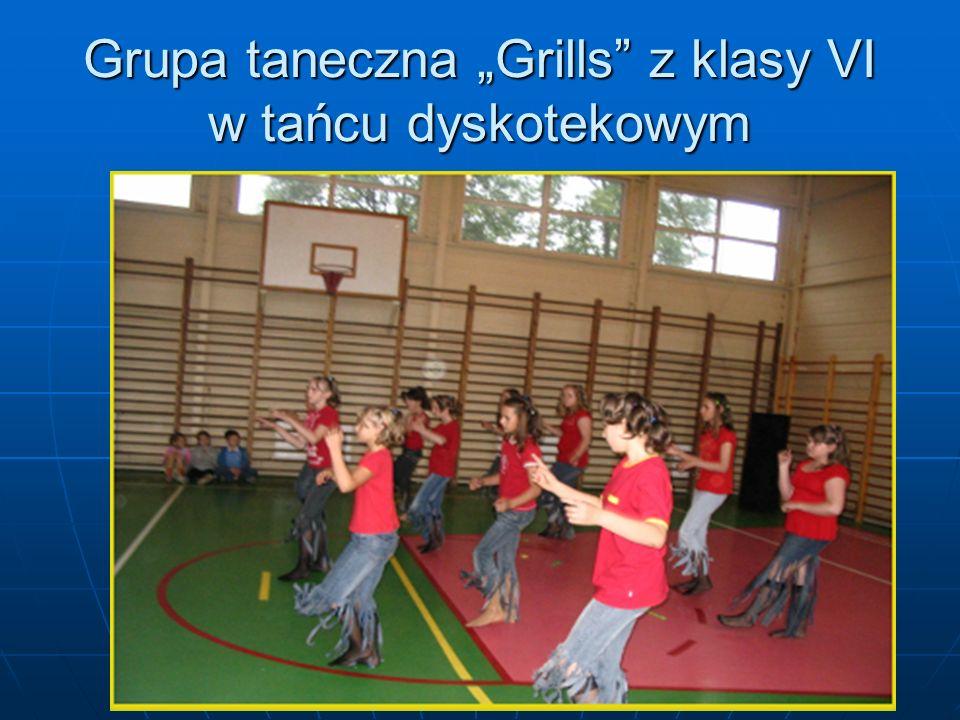 """Grupa taneczna """"Grills z klasy VI w tańcu dyskotekowym"""