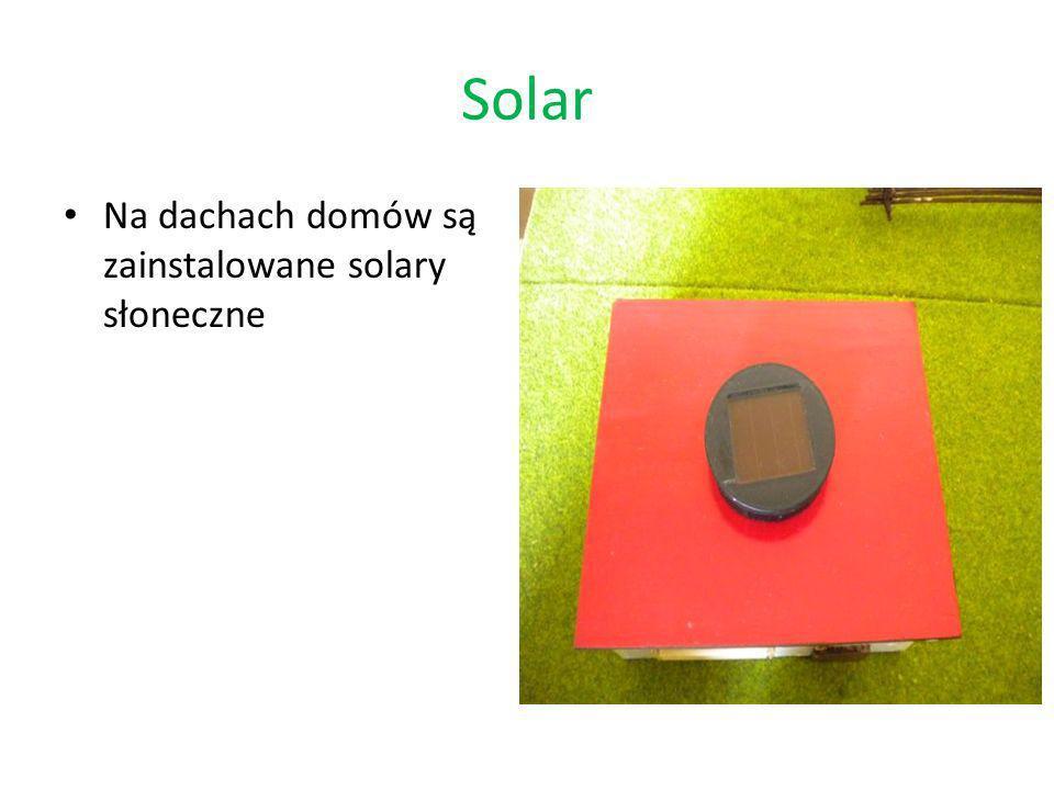 Solar Na dachach domów są zainstalowane solary słoneczne