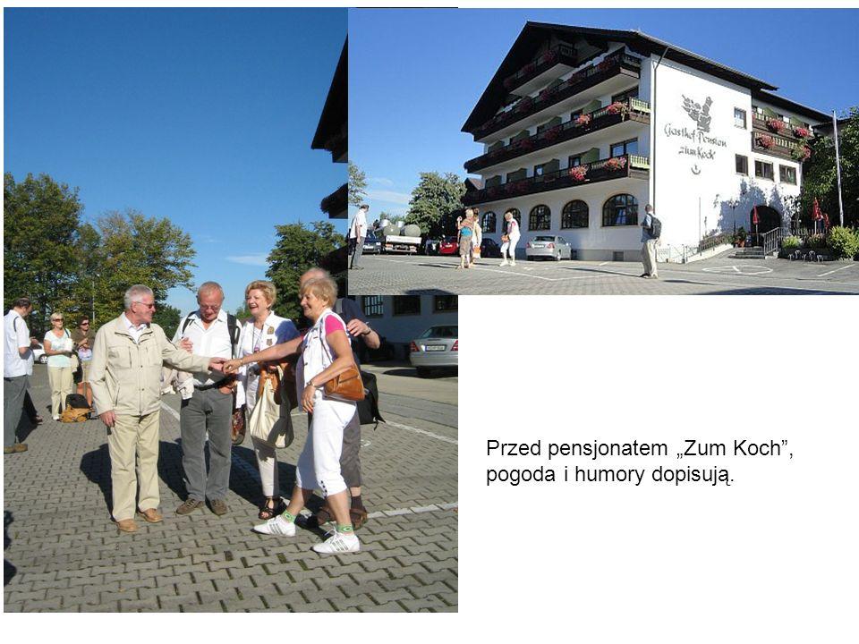 """Przed pensjonatem """"Zum Koch , pogoda i humory dopisują."""