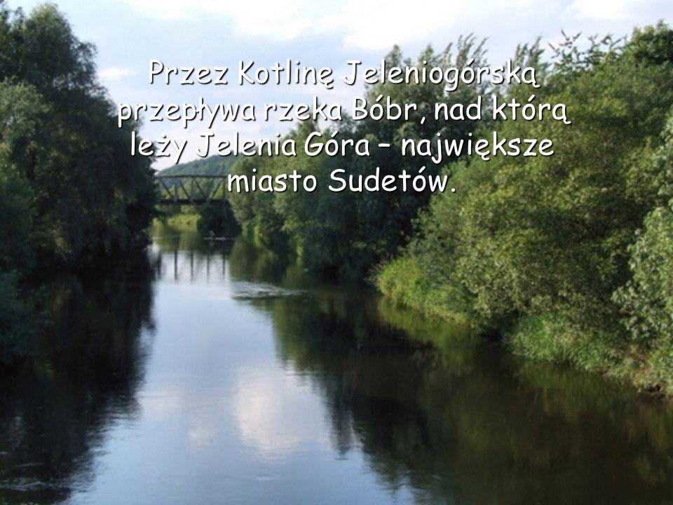 Przez Kotlinę Jeleniogórską przepływa rzeka Bóbr, nad którą leży Jelenia Góra – największe miasto Sudetów.