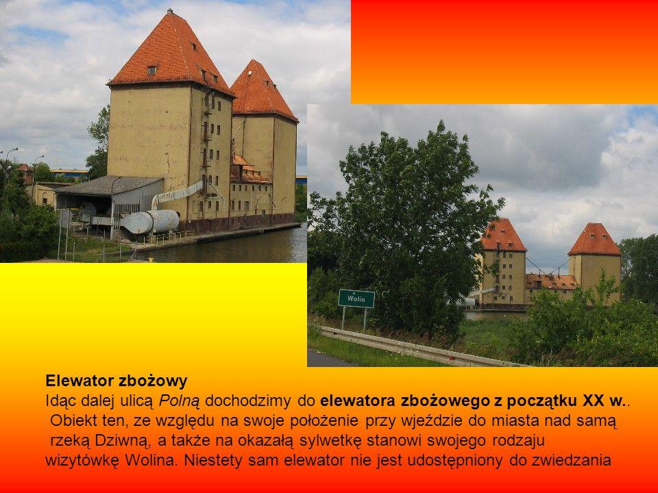 Elewator zbożowy Idąc dalej ulicą Polną dochodzimy do elewatora zbożowego z początku XX w..