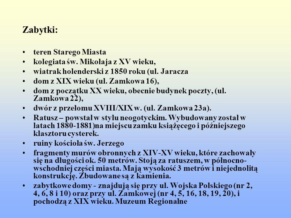 Zabytki: teren Starego Miasta kolegiata św. Mikołaja z XV wieku,