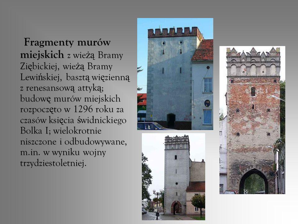 Fragmenty murów miejskich z wieżą Bramy Ziębickiej, wieżą Bramy Lewińskiej, basztą więzienną z renesansową attyką; budowę murów miejskich rozpoczęto w 1296 roku za czasów księcia świdnickiego Bolka I; wielokrotnie niszczone i odbudowywane, m.in.