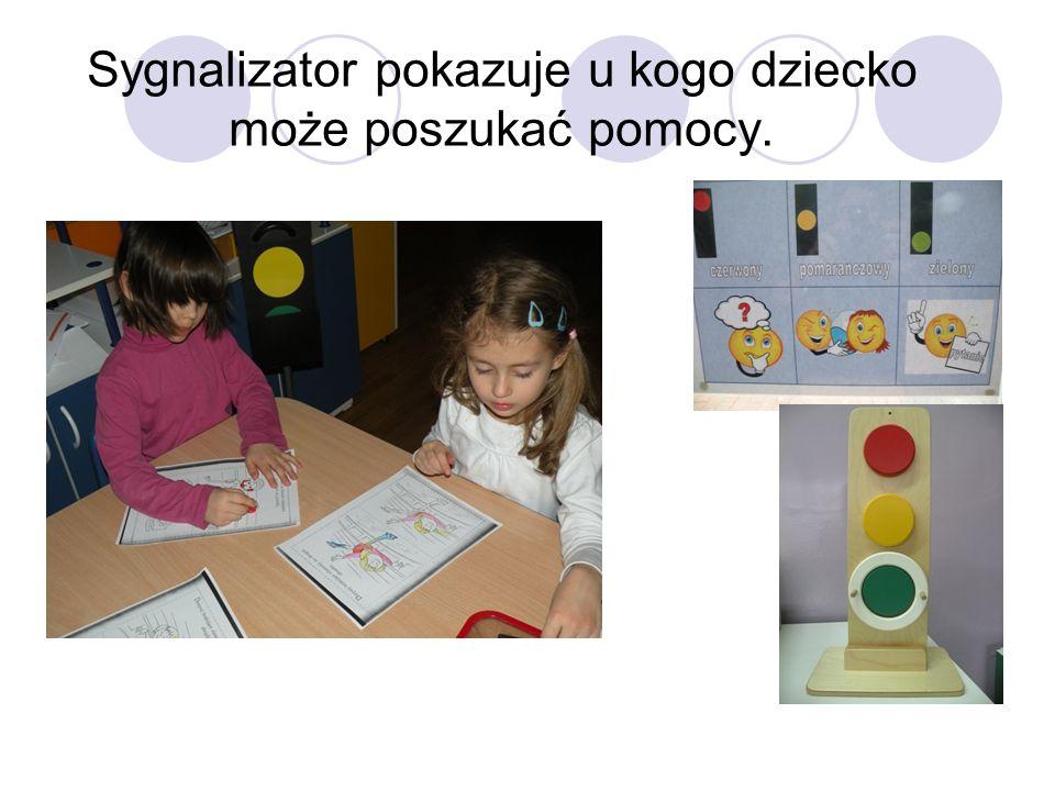 Sygnalizator pokazuje u kogo dziecko może poszukać pomocy.