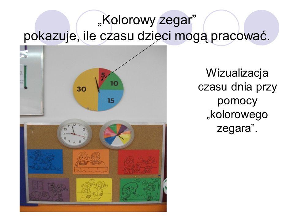 """""""Kolorowy zegar pokazuje, ile czasu dzieci mogą pracować."""