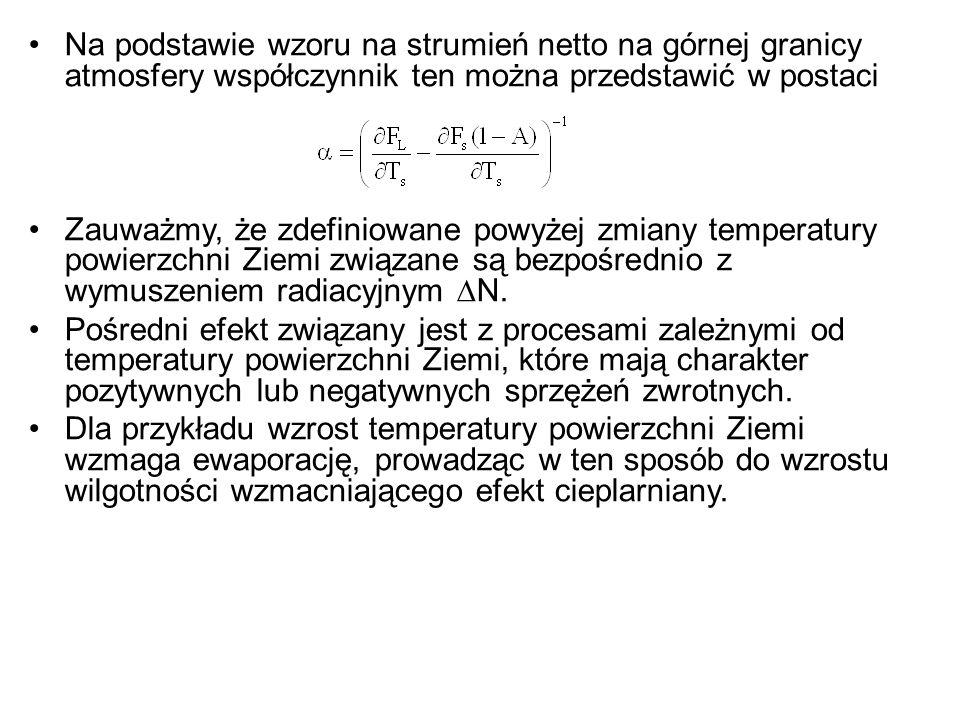 Na podstawie wzoru na strumień netto na górnej granicy atmosfery współczynnik ten można przedstawić w postaci