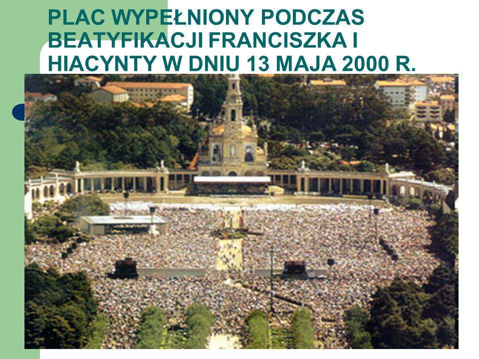 PLAC WYPEŁNIONY PODCZAS BEATYFIKACJI FRANCISZKA I HIACYNTY W DNIU 13 MAJA 2000 R.